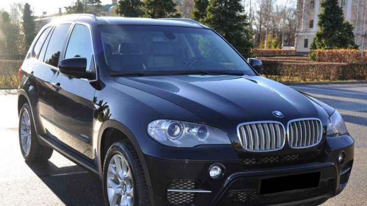 BMW X5, кроссовер, 2015г.в., пробег: 100000км., автомат вМоскве, кроссовер, черный, дизель, цена— 600000 рублей. Фото 1