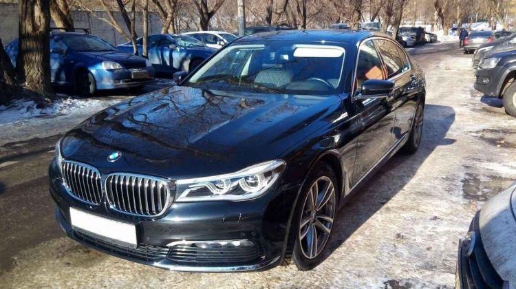 BMW 750, седан, 2017г.в., пробег: 26077км., автомат вМоскве, седан, черный, бензин, цена— 6950000 рублей. Фото 1